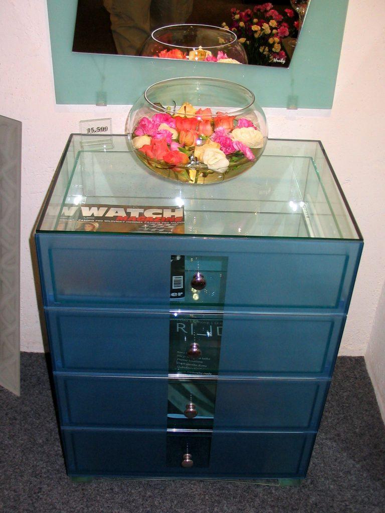 VS02 - zásuvkový stolík celosklenený